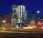night-dancing-house